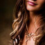 Model-Stickii-necklace-raw-bronze