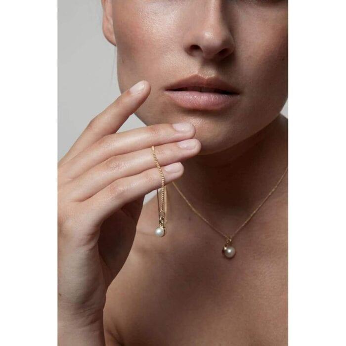 pearled-single-necklace-chain-classic-core-no-diamond-necklaces-cornelia-webb_805_683x
