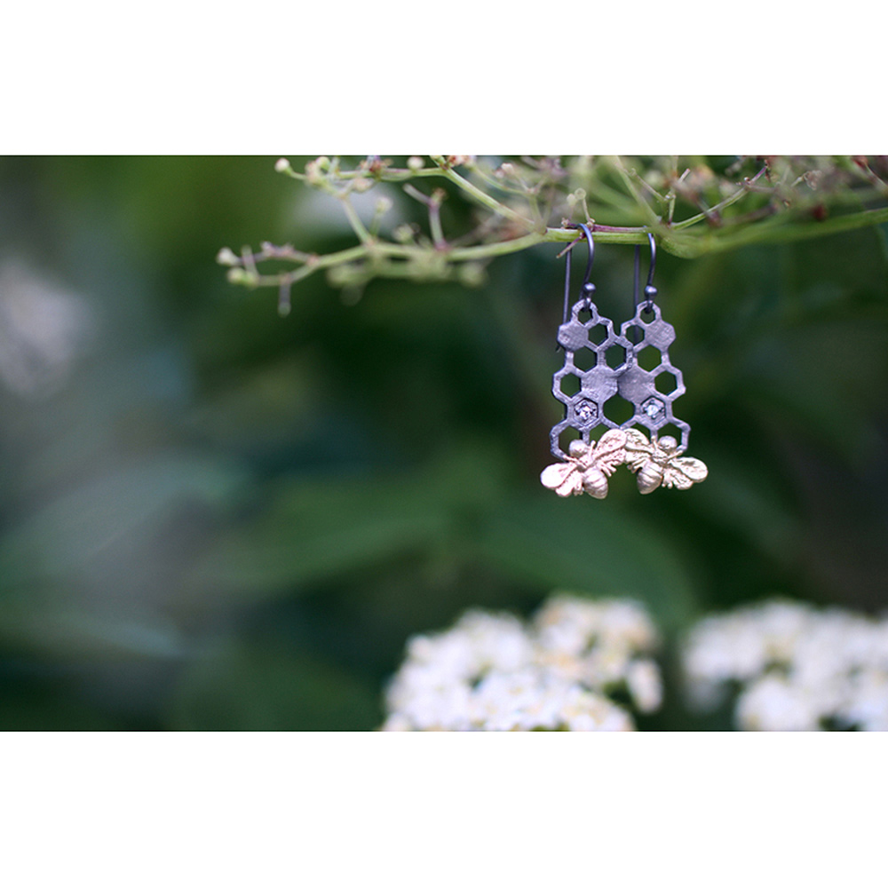 bronze-earrings-bees
